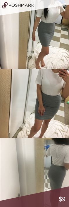 Gap tshirt midi dress Dress that looks like a tshirt and skirt. Zipper at the back. Super comfy. Listed as XS but would best fit a small GAP Dresses Midi