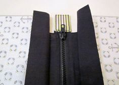 How to add a zipper to the top of a bag - esp Nancy Ziemans' Trace & Create bags.