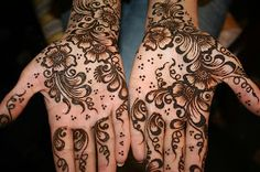 A blog about latest Mehndi Designs in Pkaistan,Bridal Outfits Collection 2013 Pics Images Picture,Bail Mehndi Designs,How To Make Henna Designs Henna
