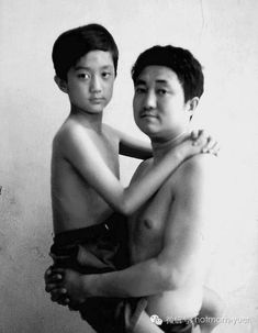 A Father And Son Take The Same Photo For 27 Years. The Last One Is So Beautiful [MOBILE STORY]