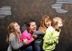 Brilliant! Photos of terror inside a haunted house in Niagra Falls, Canada, Nightmares Fear Factory.