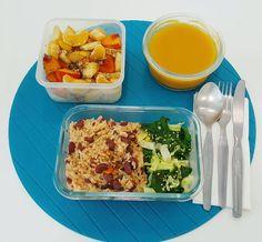 A partir de hoje o almoço é em modo volante  a marmita de hoje tem sopa de legumes arroz com feijão e legumes salteados (espinafres e couve branca) e fruta com sementes!  bom apetite!