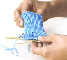 Knit socks with boomerang heel - free instructions Knitting For Kids, Knitting Socks, Knit Socks, Fingerless Gloves, Arm Warmers, Knit Crochet, Heels, Creative, Baby Overall
