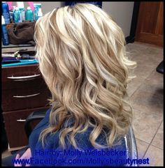 Platinum blonde highlights with golden blonde lowlights Love Hair, Great Hair, Gorgeous Hair, Hair Color And Cut, New Hair Colors, Curl Styles, Long Hair Styles, Blonde Lowlights, Summer Blonde Hair