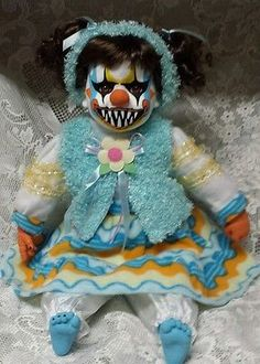 "Zombie Baby Doll Killer Clown 21"" Halloween Haunted House Horror Prop Halloween Clown, Gruseliger Clown, Creepy Clown, Halloween Haunted Houses, Vintage Halloween, Halloween Crafts, Halloween Decorations, Halloween 2019, Halloween Stuff"