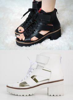 Today's Hot Pick :スニーカー風プラットフォームサンダル http://fashionstylep.com/SFSELFAA0015145/coiija/out 合成皮革素材を使ったスニーカー風のサンダルです。 ユニークなフォルムと厚めのアウトソールが特徴です! バックジッパー&ストラップつきで脱ぎ履きが楽ちんに♪ ソフトなウレタン素材のアウトソールで歩きやすく実用性も◎のサンダルです☆