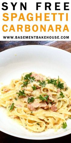 This SYN FREE SPAGHETTI CARBONARA RECIPE is the ultimate Slimming World pasta recipe. The whole family will love this healthy, easy dinner. Creamy (without the cream), silky, flavoursome spaghetti carbonara with no guilt whatsoever! Slimming World Pasta, Slimming World Dinners, Slimming World Recipes Syn Free, Slimming Eats, Slimming World Lunch Ideas, Slimming World Treats, Slimming Word, Recipes, Pasta Recipes