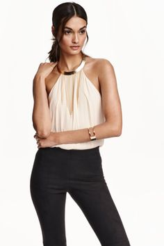 35€ - Top - Saten - PODSTAVLJEN - i Boja Cigle - Halterneck necklace-trim top | H&M