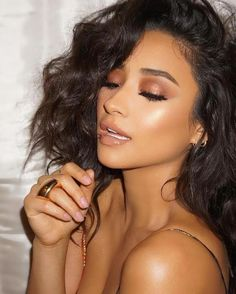 shay mitchell hair makeup style fashion outfits you tv show pretty little liars bob long bob brunette hairstyles smokey eye makeup looks Shay Mitchell on Her New Show 'You' Glam Makeup, Formal Makeup, Skin Makeup, Bridal Makeup, Wedding Makeup, Makeup Tips, Beauty Makeup, Hair Beauty, Makeup Style
