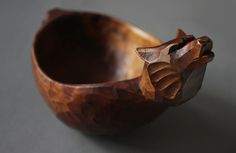 The commission to create not one, but a trio, of identical drinking bowls arrived shortly before Christmas; Diy Wood Projects, Wood Crafts, Scandinavian Mugs, Carved Spoons, Green Woodworking, Crafts Beautiful, Wooden Kitchen, Wood Bowls, Whittling