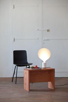 Balloon table lamp