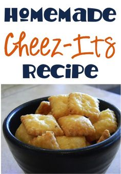 Do you love Homemade Cheez Its Recipes? Sweet, salty, sweet AND salty, you name it, I love it. That's the ultimate! Homemade Cheez Its, Homemade Crackers, Homemade Cheese, Yummy Snacks, Healthy Snacks, Yummy Food, Appetizer Recipes, Snack Recipes, Cooking Recipes