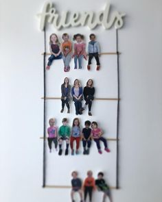 Friends friends All my friends are here with me. How do you display who is in your class? We have our mini mes on a ladder swing for the Studio next to the entrance. Class Displays, Classroom Displays, Classroom Decor, Preschool Classroom, Preschool Art, First Day Of School, Pre School, Papa Tag, Orla Infantil