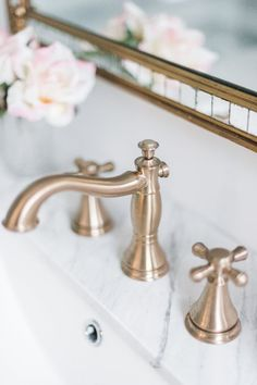 At Delta Faucet, our kitchen faucets, bathroom faucets and shower systems pair inspirational design with innovations that anticipate people's needs! Mold In Bathroom, Bathroom Renos, Bathroom Renovations, Bathroom Faucets, Small Bathroom, Master Bathroom, Kitchen Faucets, Bathroom Marble, Downstairs Bathroom