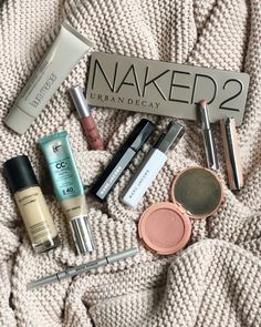 What's your must have beauty product? The one thing you can live without? Mine might be the foundation pictured here. Makeup Is Life, Makeup Blog, Makeup Geek, Makeup Addict, Makeup Tips, Beauty Makeup, Makeup Goals, Glam Makeup, Beauty Care
