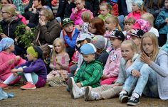 Nukketeatteri Sytkyt johdatteli pienet museovieraat prinsessojen maailmaan. Oulu (Finland)