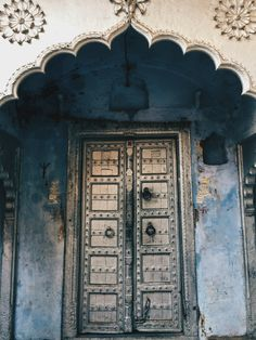 For traveler Divyakshi Gupta (https://quirkywanderer.com), photographing the doors of India is a favorite pastime.
