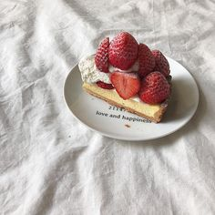 Find images and videos about food, delicious and cake on We Heart It - the app to get lost in what you love. Cute Desserts, Dessert Recipes, Good Food, Yummy Food, Cafe Food, Aesthetic Food, Food Inspiration, Sweet Recipes, Food Porn