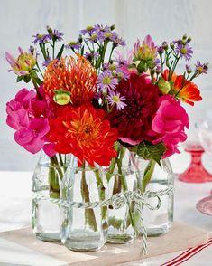 Summer Flower Arrangements, Summer Flowers, Floral Arrangements, Beautiful Flowers, Cut Flowers, Recycled Glass Bottles, Empty Bottles, Everyday Centerpiece, Elegant Centerpieces