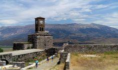 Organizzare una vacanza in Albania, le città albanesi da vedere: Gjirokastra.