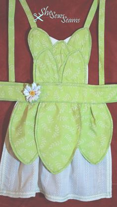 Tiana Apron-- This would be so cute for a granddaughter Disney Aprons, Disney Dress Up, Disney Outfits, Childrens Dressing Up, Princess Aprons, Disney Princess, Sewing Crafts, Sewing Projects, Childrens Aprons