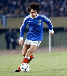Dominique Rocheteau of France in action at the 1978 World Cup Finals. World Football, Football Kits, Sport Football, Football Cards, Football Jerseys, Football Players, Dominique Rocheteau, Mexico World Cup, St Etienne