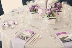 ... -dahlmann-floristik-hell-braut-braeutigam-engbers-catering-atrium-in-den-speichern-cakepops-lila-grau-lila-servietten-tischdeko - true love Hochzeiten