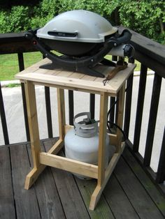 James Krenov's sawhorse design served as the inspiration for this small gas grill stand. Portable Barbecue, Diy Grill, Grilling, Small Gas Grill, Small Bbq, Small Patio, Porch Grill, Balcony Grill, Courtyards