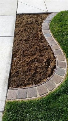 Garden edging ideas add an important landscape touch. Find practical, affordable and good looking edging ideas to compliment your landscaping. [SEE MORE]  #LandscapingIdeas