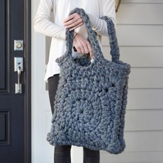 Crochet yourself a lovely chunky tote for fall.