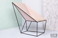 面と線で構成されたシステマチックさが美しいシンプルチェア Silla linon