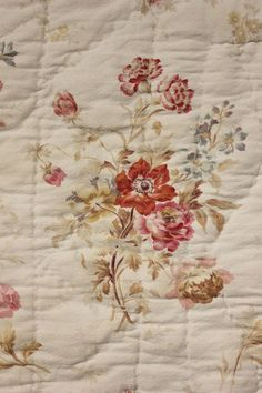 Charming antique French quilt  ~ faded floral design ~ c1900   www.textiletrunk.com