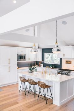 Boho Home Decor kitchen decor ideas Quirky Home Decor, Home Decor Kitchen, Cheap Home Decor, Kitchen Interior, New Kitchen, Home Kitchens, Kitchen Sink, Minimal Kitchen, Kitchen Dining