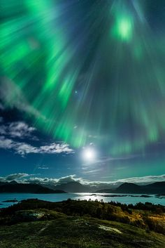 Northern Lights: Descending light - Sommarøy, Tromsø, Norway by mirrormatch Tromso, Beautiful Sky, Beautiful Landscapes, Beautiful World, Beautiful Places, Beautiful Norway, All Nature, Science And Nature, Amazing Nature