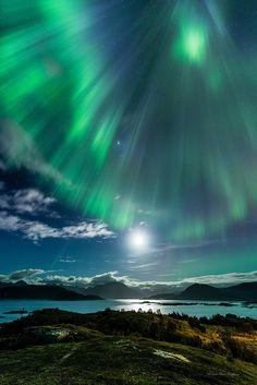 Descending light - Sommarøy, Tromsø, Norway (by mirrormatch on Flickr)