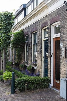 Rotterdam Noord, Zuid-Holland. But this could be any old city in the Netherlands.