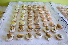 Bocado crocante, queso crema (chorito, champiñon, camarón y huevo codorniz)
