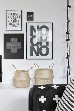 mand - decoratie - interieur - woorden - zwart wit - frames - words - interior - baskets - black and white