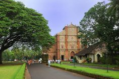 Tourists book Goa tourism to see the famous Goa church, Basilica of Bom Jesus, the oldest church of Goa. The main attraction of the church is that it holds the mortal remains of great St. Francis Xavier. The church looks picturesque during Christmas....!!!