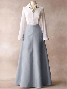 Long full skirt with long-sleeve blouse Indian Gowns Dresses, Indian Fashion Dresses, Dress Indian Style, Indian Designer Outfits, Designer Dresses, Fashion Outfits, Bride Dresses, Bridesmaid Dresses, Chiffon Dresses