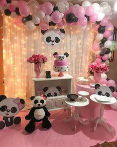 Encanto de festa no tema Panda! Panda Themed Party, Panda Birthday Party, Panda Party, Baby Birthday, Panda Decorations, Shark Party Decorations, Diy Birthday Decorations, Party Themes, Baby Party