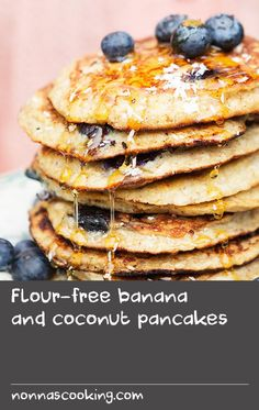 Flour-free banana and coconut pancakes Hake Recipes, Quick Beef Recipes, Easy Baking Recipes, Flour Recipes, Banana Recipes, Fruit Recipes, Brunch Recipes, Snack Recipes, Coconut Pancakes