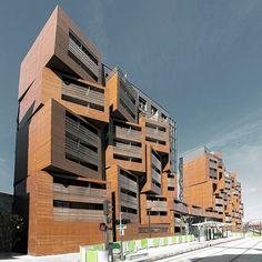 Wie aan studentenwoningen denkt, denkt waarschijnlijk niet in eerste instantie aan deze stijlvolle appartementen. Dit complex met studentenwoningen ligt in Parijs en is slechts 11 meter breed en 200 meter lang. Het gebouw lijkt op een stapel rieten manden