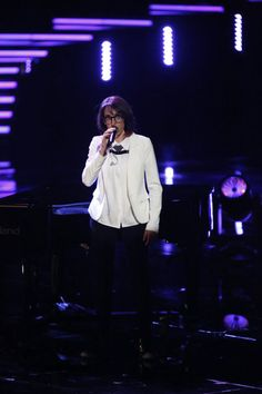 """Michelle Chamuel Sings """"True Colors"""" on The Voice 2013 Live Show, May 6 (VIDEO)"""