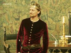 Yes, I am pretty, aren't I? Don't I make velvet look manly? *gif* The Hollow Crown