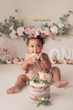 1st Birthday Photoshoot, 1st Birthday Party For Girls, 1st Birthday Pictures, 1st Birthday Cake Smash, First Birthday Decorations, Baby Birthday, Birthday Ideas, Fete Emma, Smash Cake Girl