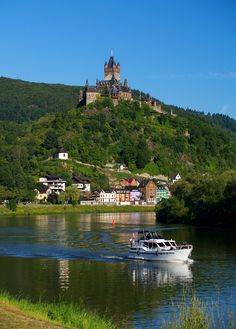 Lazy morning on the Moselle (a tributary of the Rhine)
