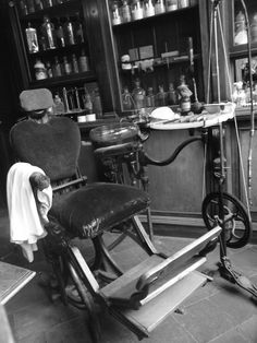 Victorian Dentist Office....looks pretty scary to me.
