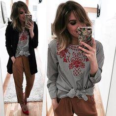 Instagram media by __esti__ - 🙋🏼 📸 Blusa @garaizar_  Pantalón @shop_armariodesilvia  Blazer @zara  Zapatos @primark  Funda iPhone @milkywaycases ✖️Look disponible en mi perfil de @21.buttons 👉🏾 estiprieto 💋