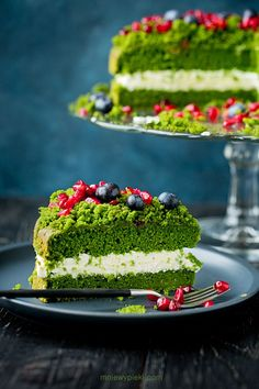 Forest Moss Cake, a delicious and light cake with a lemony mascarpone cream filling. This cake is naturally green due to the addition of one secret (but natural) ingredient; Moss Cake, Spinach Cake, Scones Ingredients, Light Cakes, Forest Cake, Homemade Cake Recipes, Pretty Cakes, Let Them Eat Cake, How To Make Cake